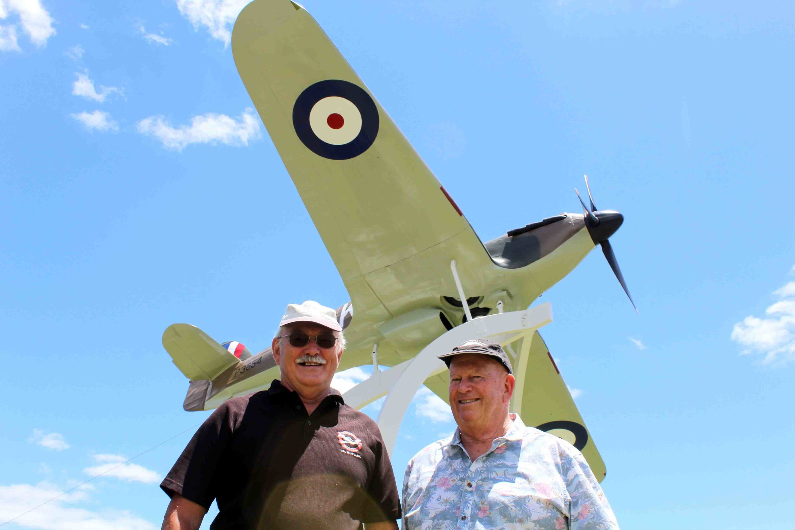 You are currently viewing Flying aficionados on field for Wings & Wheels
