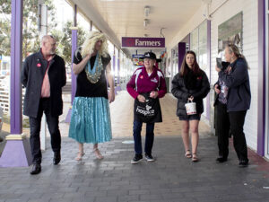 Read more about the article One man's high-heeled walk for Hospice